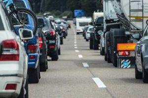 image002-23-300x200 【2017年】お盆休みの高速道路の渋滞予測〜上りと下りのピークとは〜