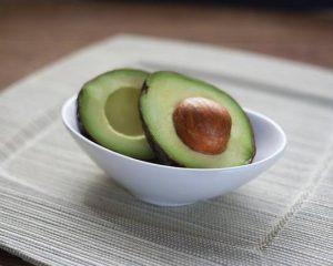 image002-9-300x240 アボカドの種は栄養価が高い〜食べ過ぎの注意点と不妊治療の効果とは〜