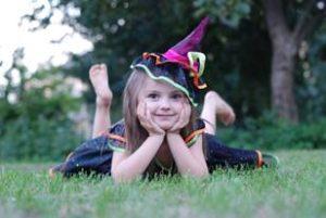 image002-21-300x201 ハロウィンの魔女仮装は簡単!?子供用の手作り衣装は100均で揃う!