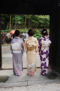 image002-4-300x235 七五三の母親の着物は訪問着を選ぶ?色・柄の種類や帯の二重太鼓結びとは!?
