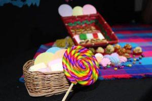 880498-300x198 ハロウィンのお菓子はなぜ配る?詰め合わせの配り方・量・選び方とは