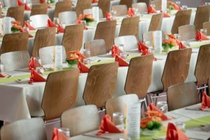 image002-1-300x200 結婚式の受付係の5つのマナー!挨拶や服装、車代の渡し方・ご祝儀の受け取り方まで
