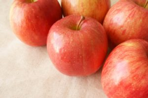 image002-17-300x198 りんごの栄養と効能。健康や美容に効果のある成分や皮の栄養をご紹介!