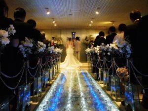 image006-12-300x225 親族の結婚式で着る冬のお呼ばれドレス!40代女性向けのコーデとは?